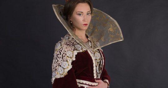 Tänk att få vara en 1800-tals drottning för en kväll